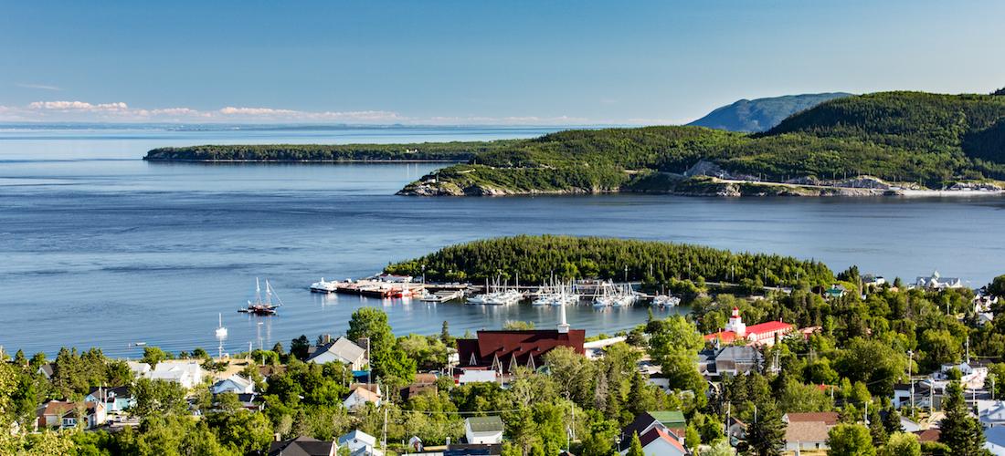 Vue de la ville de Tadoussac et du fjord du Saguenay